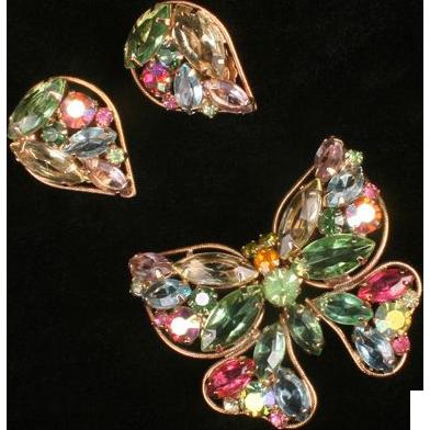 Weiss pastel butterfly pin w earrings