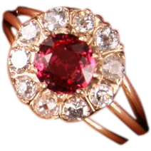 Very pretty gold Diamond and Red Spinel ring