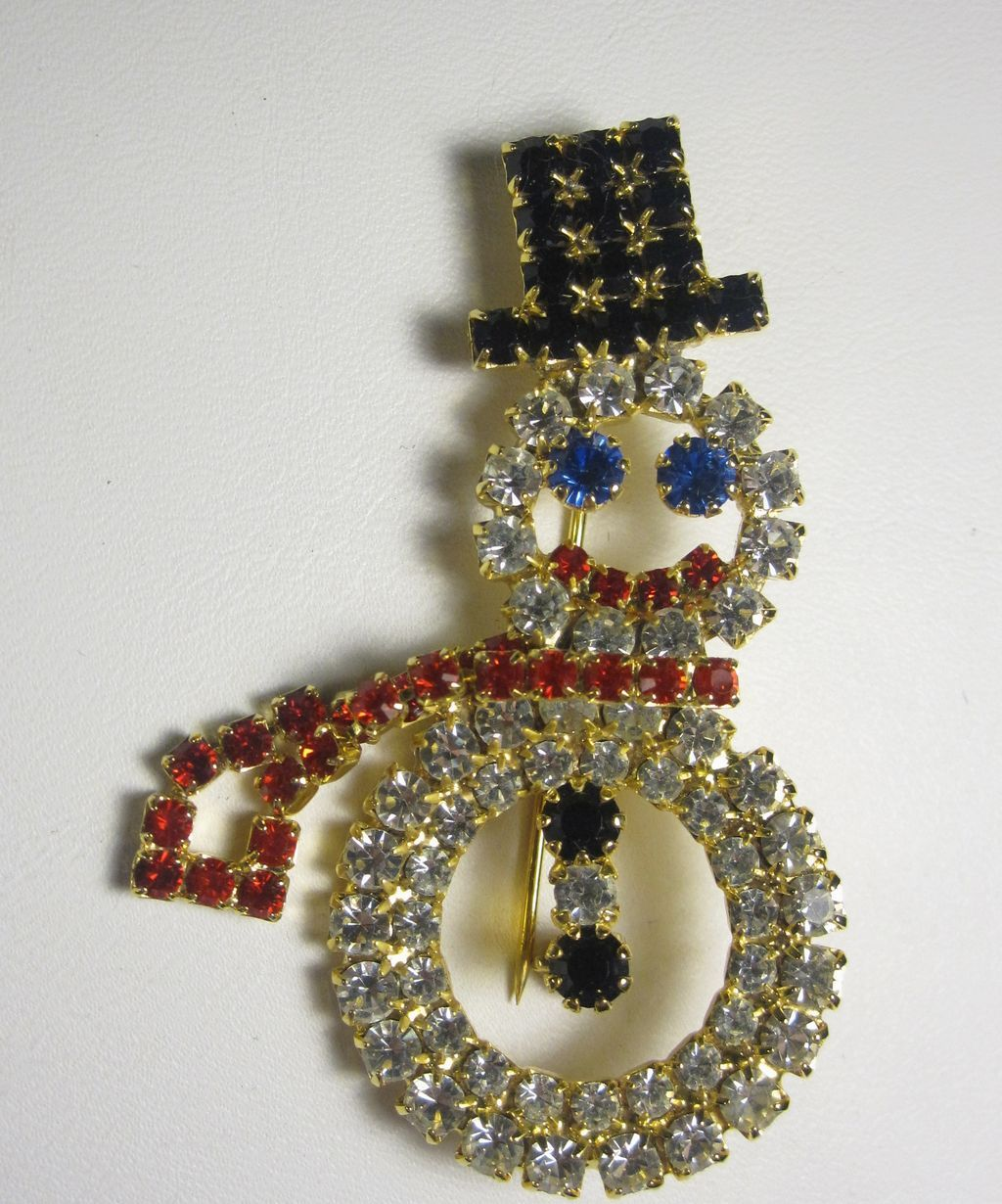 Beautiful Vintage Rhinestone Snowman w/ Top hat Pin Brooch