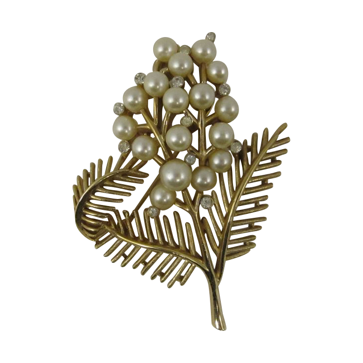 Vintage Trifari Gold Tone Flower Pin w/ Faux Pearls