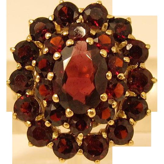 Beautiful 1930s Bohemian Garnets 14k Yellow Gold Ring