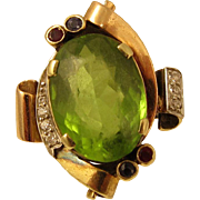 Vintage 1940s 14k Yellow Gold & 6 ct Green Peridot Ring