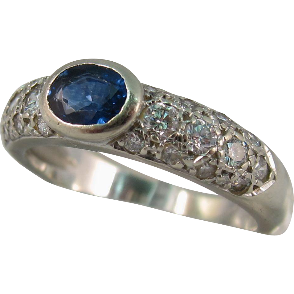 Vintage 1970s White Gold Blue Sapphire & Diamonds Ring Size 5