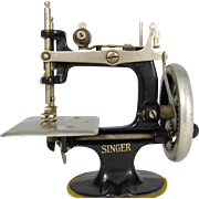 Vintage Portable Singer Child Sewing Machine Toy 1930s