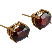 Elegant 14K Yellow Gold Red/Burgundy Garnet Stud Earrings