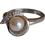 14K White Gold Cultured Pearl and Diamonds Ring