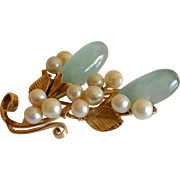 Vintage Ming's of Honolulu 14 Karat Gold Water Jade and Cultured Pearl Brooch