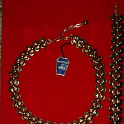 Vintage Trifari Gold Tone Matching Necklace and Bracelet with Original Tag