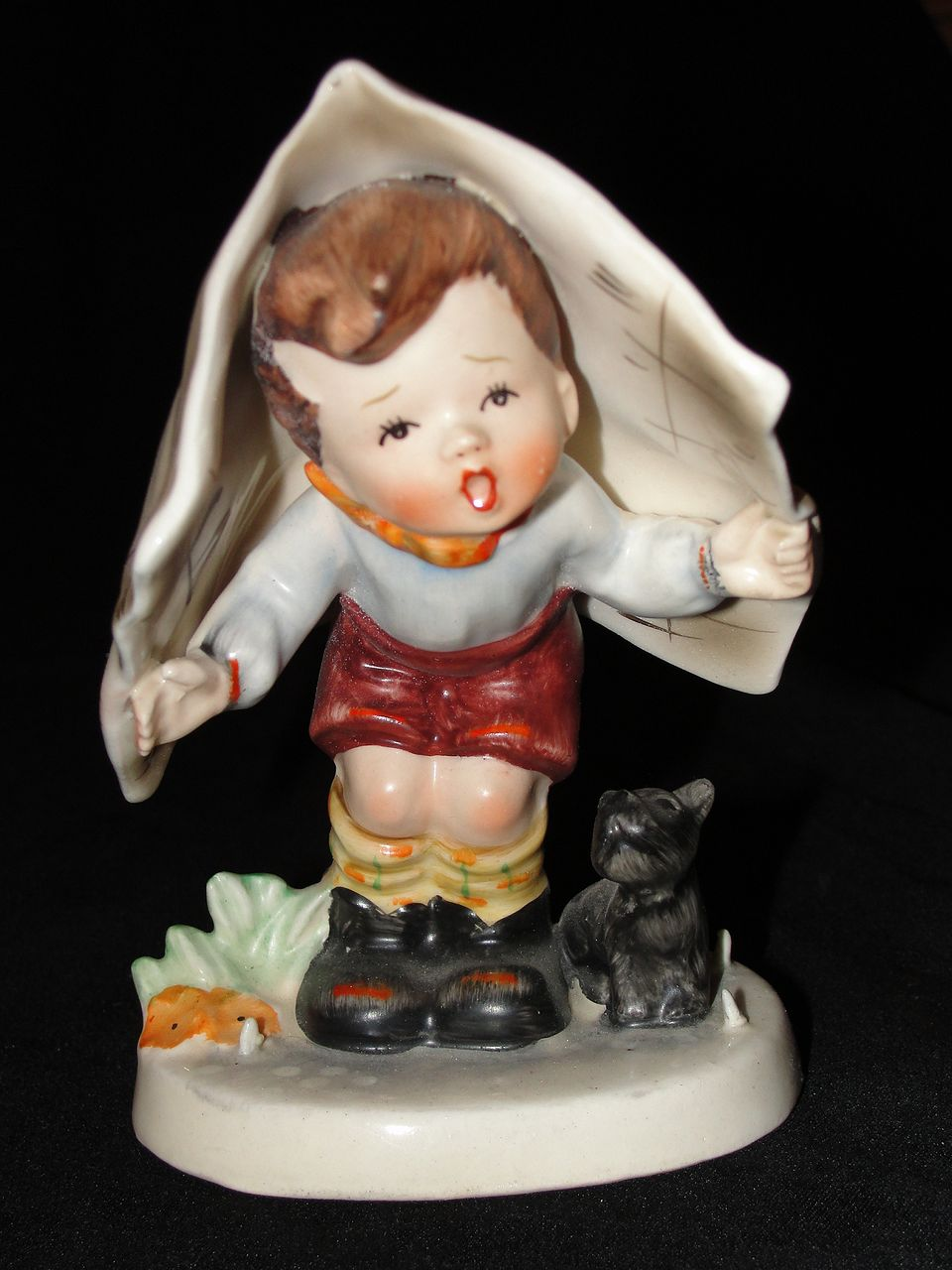 Vintage Napco Figurine Keeping Dry From Hobheaven On Ruby Lane