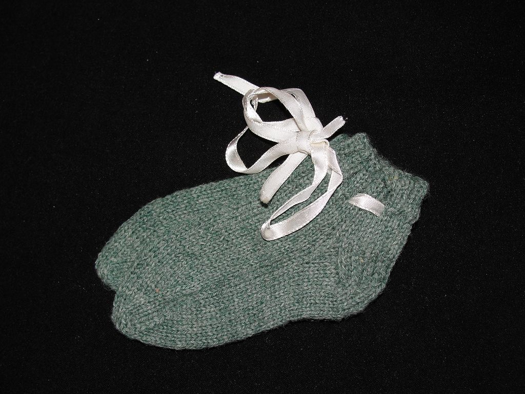 Vintage Pair of Green Wool Hand Knit Baby Socks / Booties