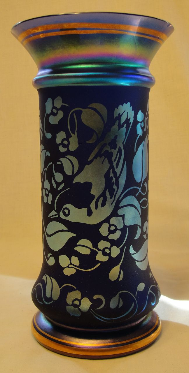 Don Fenton Memorial Woodland's Edge Favrene Etched Glass Vase