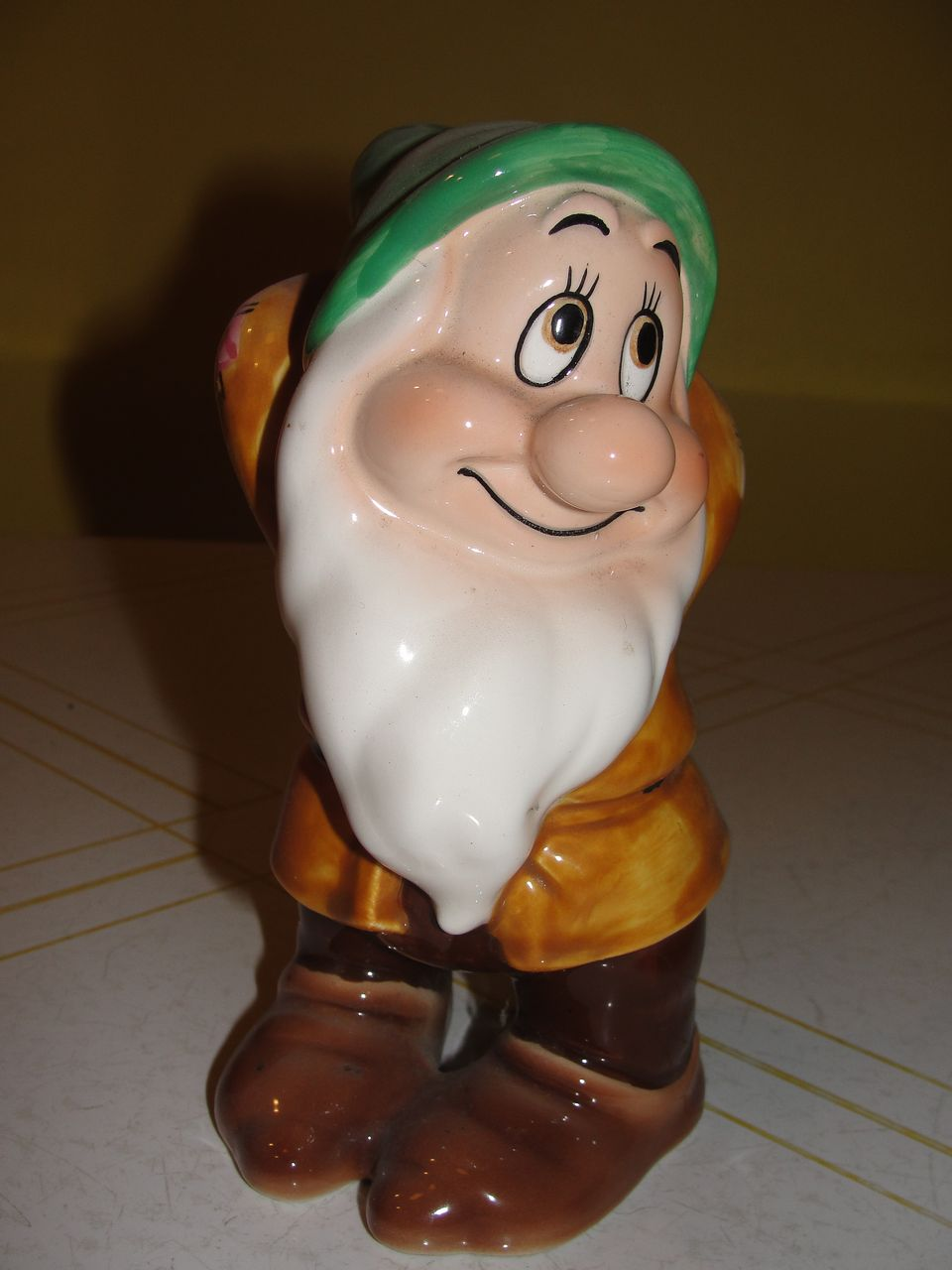 "Disney ""Bashful"" Dwarf Figurine - b57"