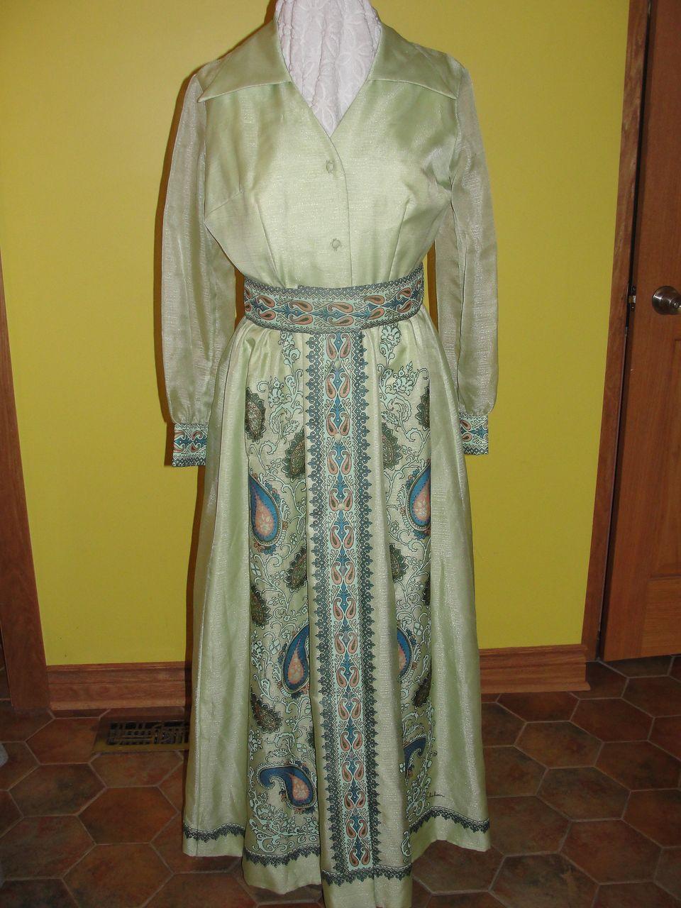 Elegant Green Border Alfred Shaheen Print Hostess Dress