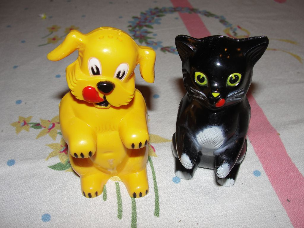 Ken L Ration Dog And Cat Salt And Pepper Shakers From