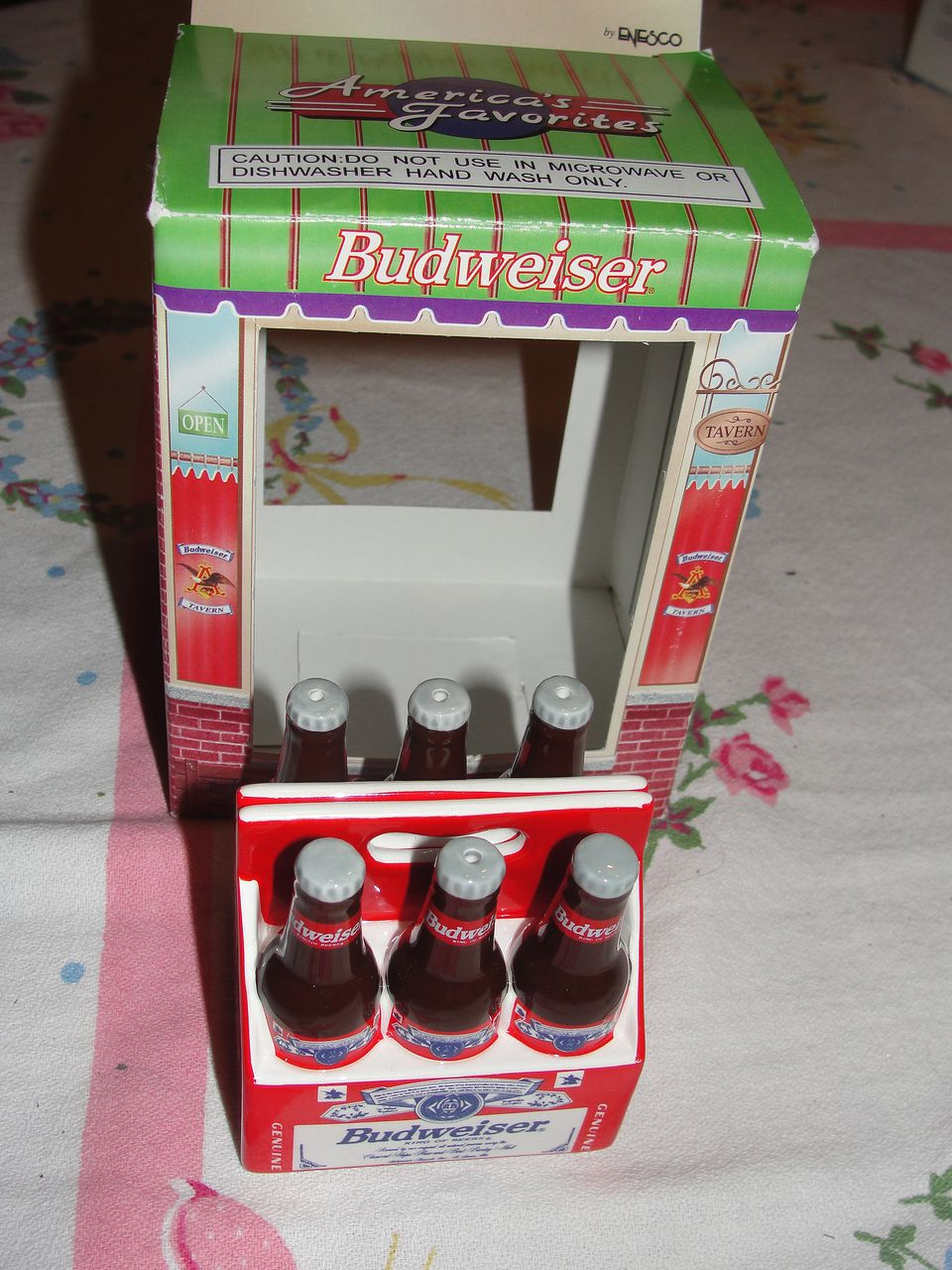 Enesco Budweiser 6-pack Bottles Salt and Pepper Shakers - b24