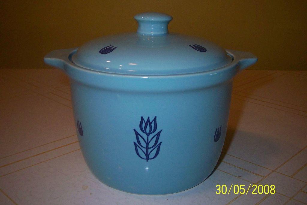 "Cronin China ""Tulip"" Bean Pot w/lid"
