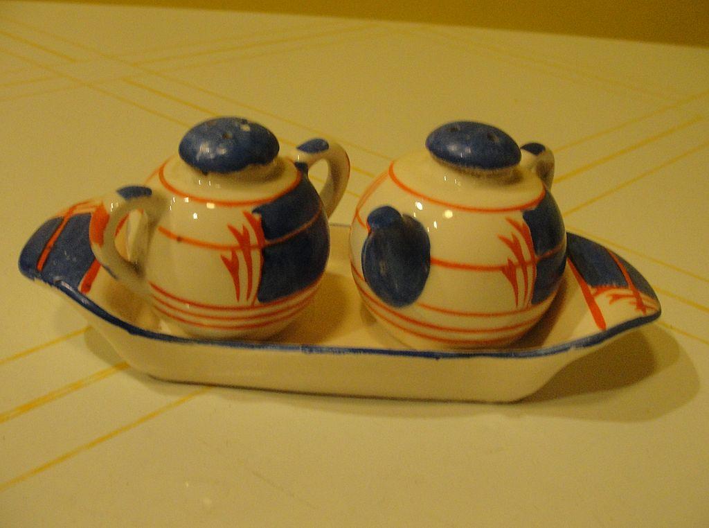 Japanese Tea pot and Jar on Tray Salt and Pepper Shaker - b34