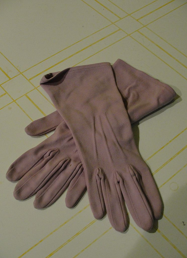Above the Wrist Lavender Gloves