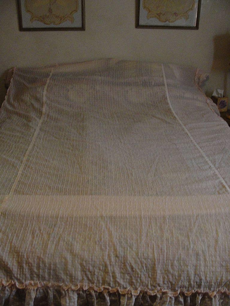 Pink Gossamer Twin Bedspread - L3