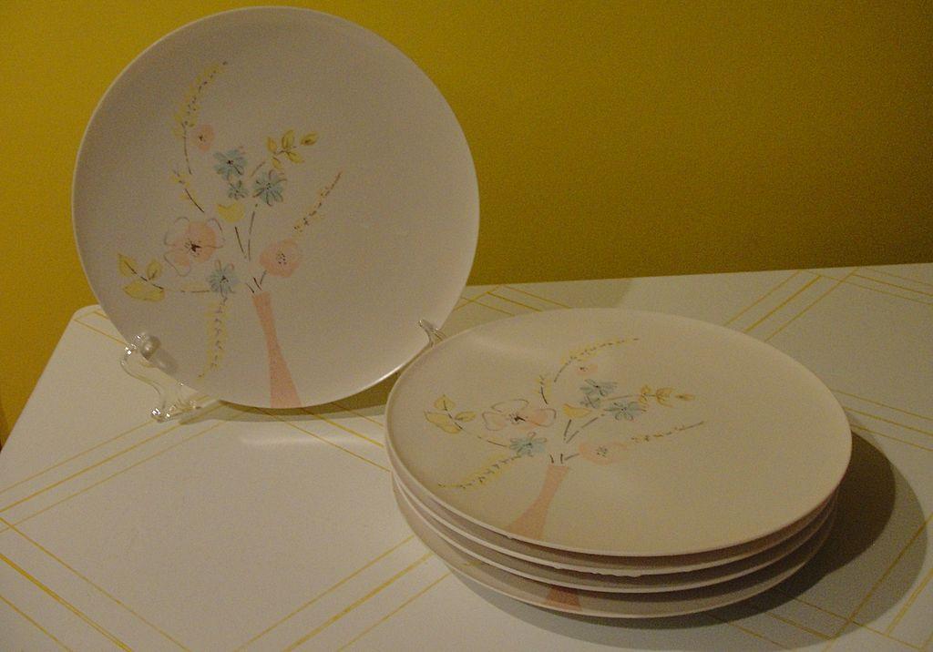 Pink Mid-century ''Lucent'' Raymond Loewy melmac/melamine Dinner Plates