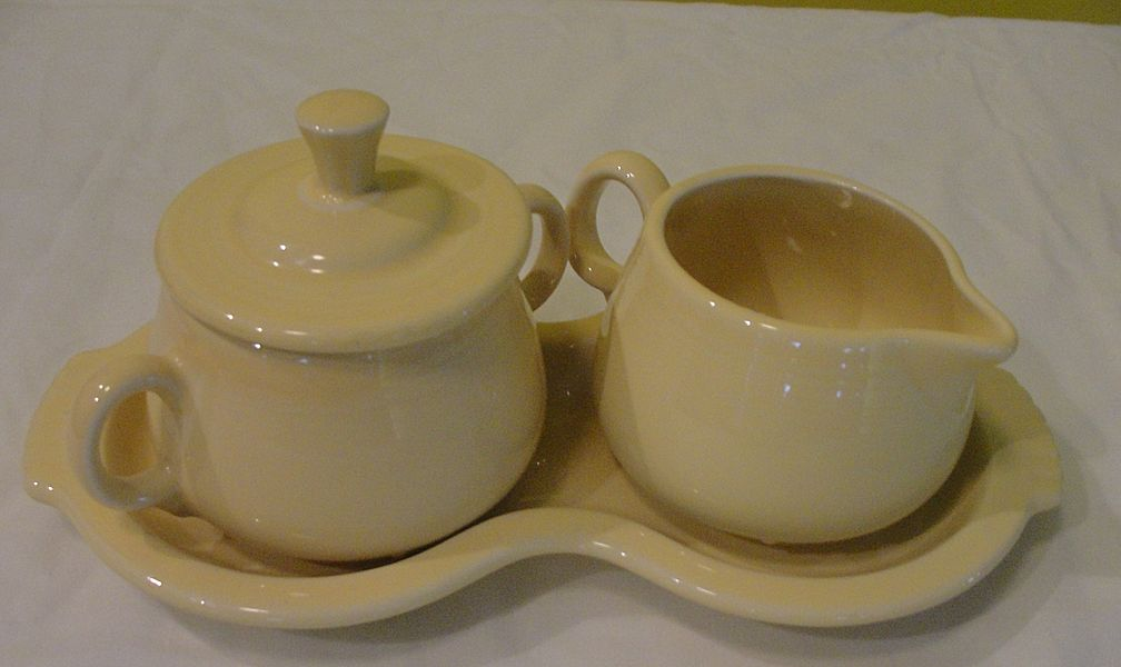''Fiesta'' yellow Creamer and Covered Sugar Bowl on Tray - b32