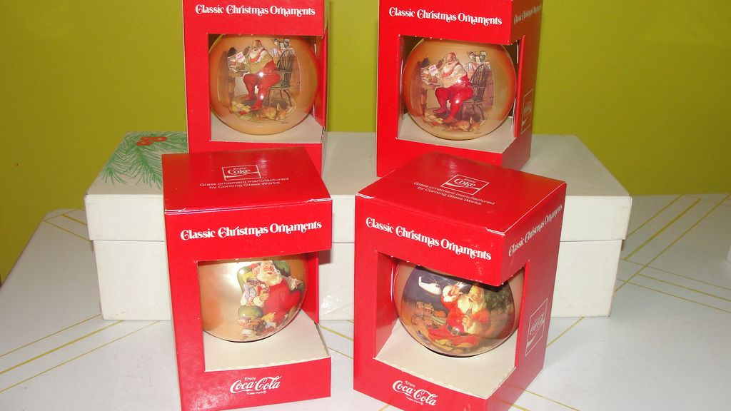 Coke Santa Christmas Ornaments in Box - b41