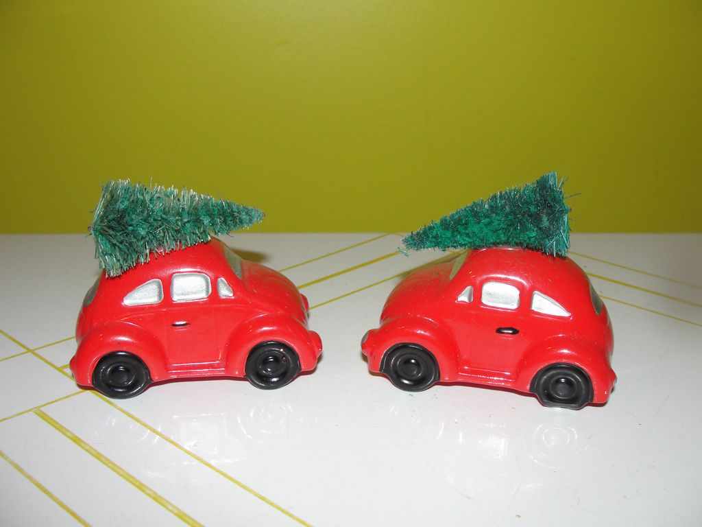 Dept 56 Snow Village Red Volkswagen with Christmas tree #56-5055