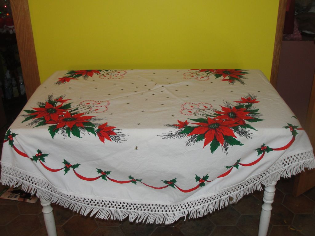 Poinsettia and Candle Oval Fringed Christmas Tablecloth - b33