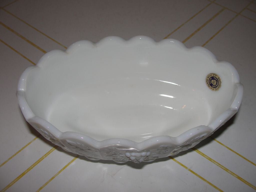 Westmoreland Paneled Grape Nut Dish - b37