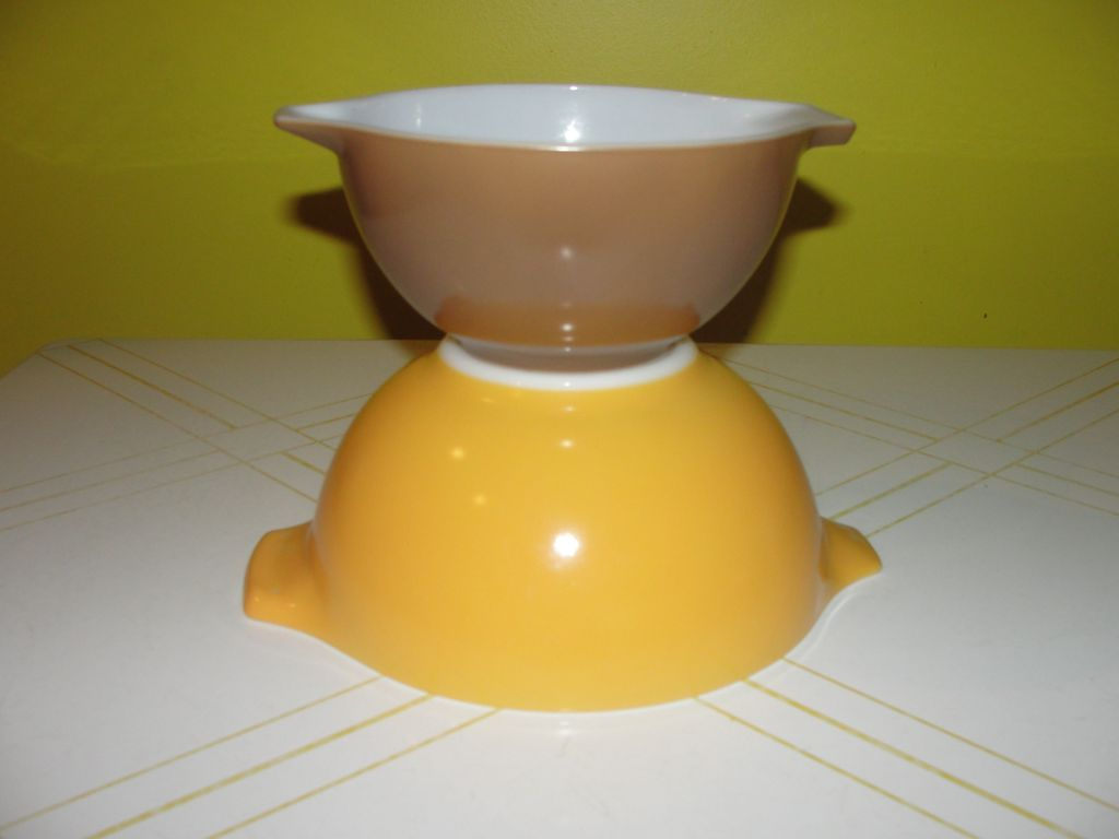 Pyrex Town and Country Cinderella Mixing Bowls