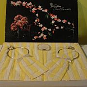 Vintage Decorative Towel Ensemble ''The Victorian'' Towels with Towel rings