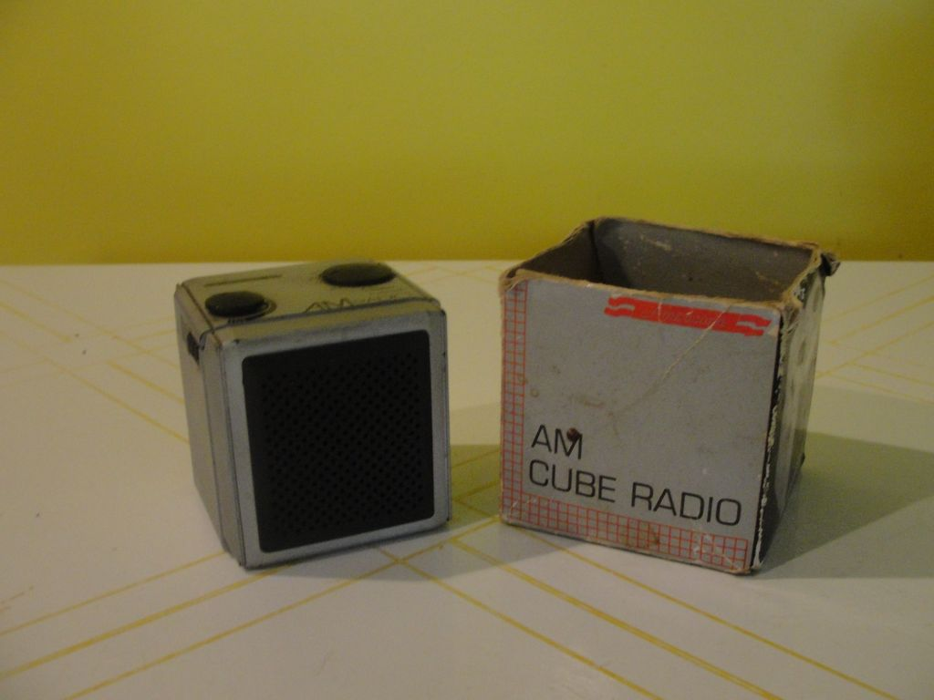Americana AM Cube radio - b40