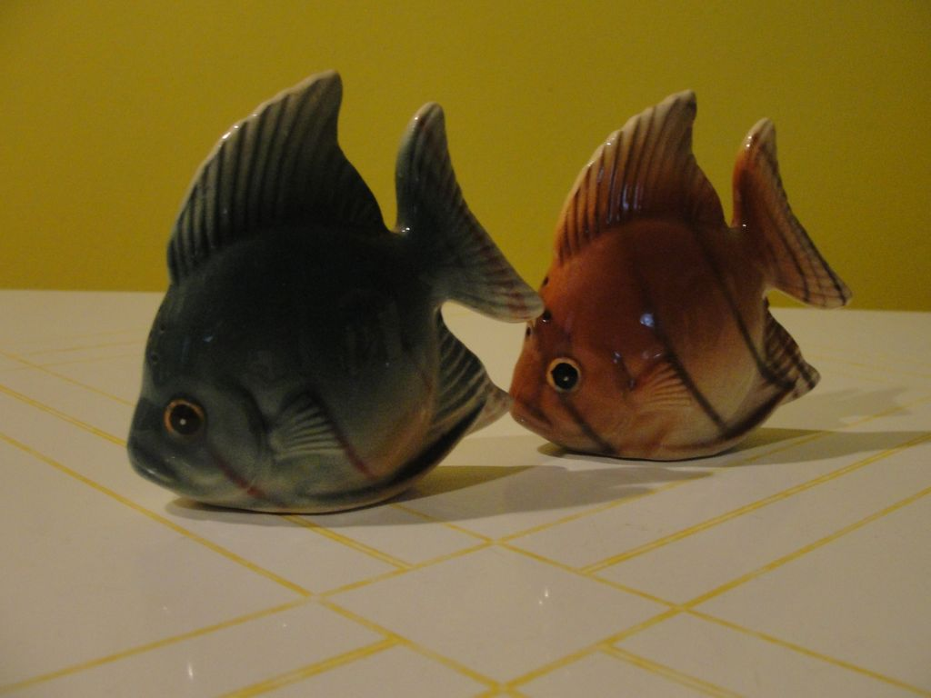 Green Fish Brown Fish Salt And Pepper Shakers B48 From