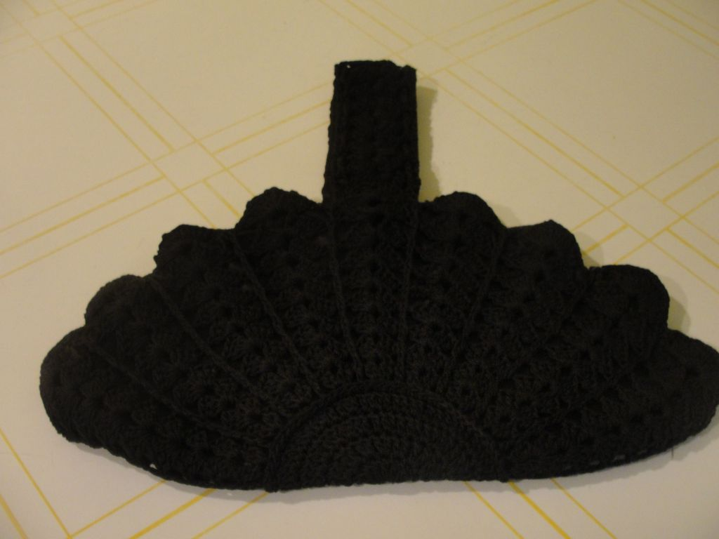 Crocheted Shells Black Purse/handbag - b38