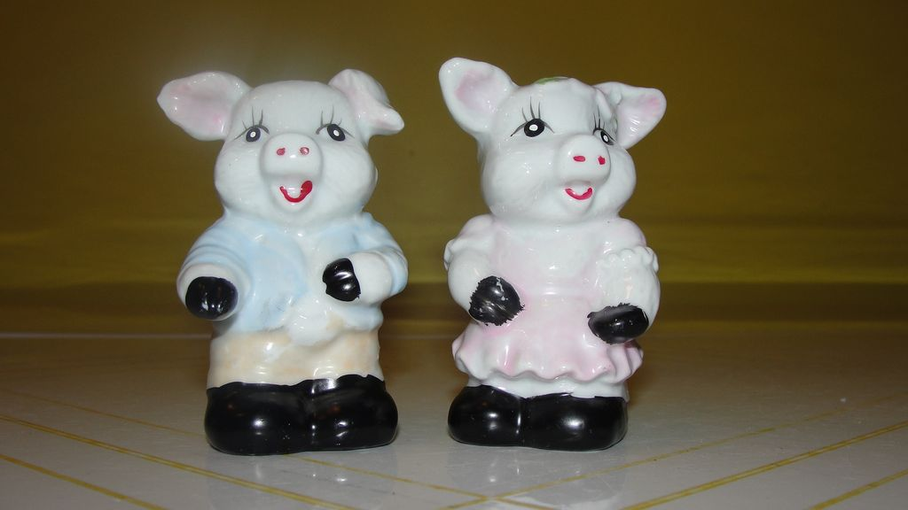 Smiling Pigs Salt and Pepper Shakers