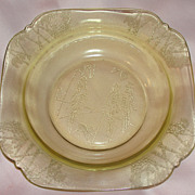Federal Glass Co ''Parrot'' Amber Soup Bowl - b49