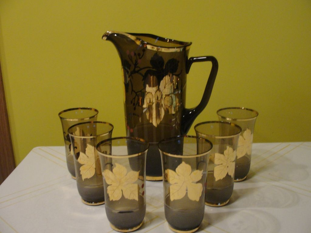Glorious Gold Pitcher with Glasses