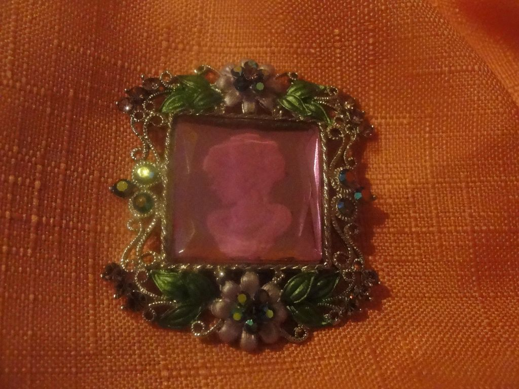 Picture Perfect Glass Cameo Pin - free shipping