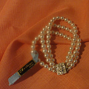 Classy ''Classique'' 3-strand Faux Pearl Bracelet - Free shipping