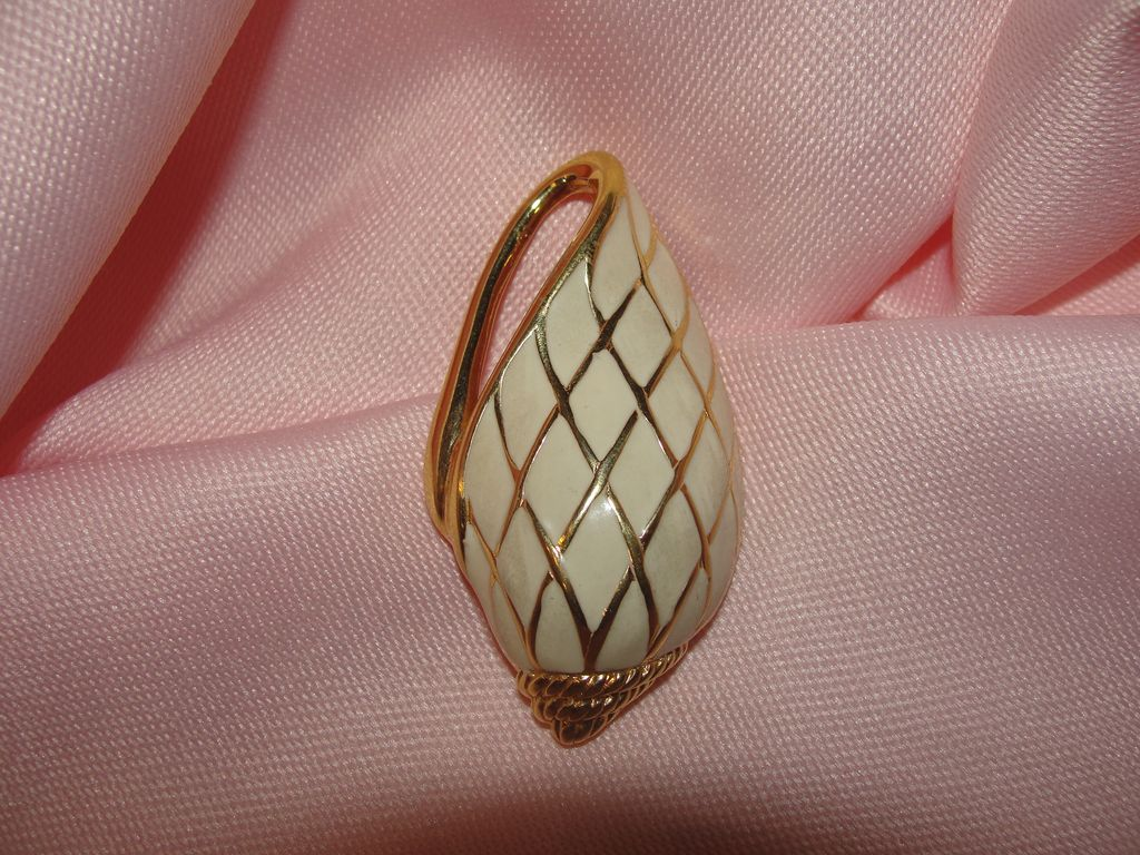 Trifari Sea shell Enamel Pin  - Free shipping