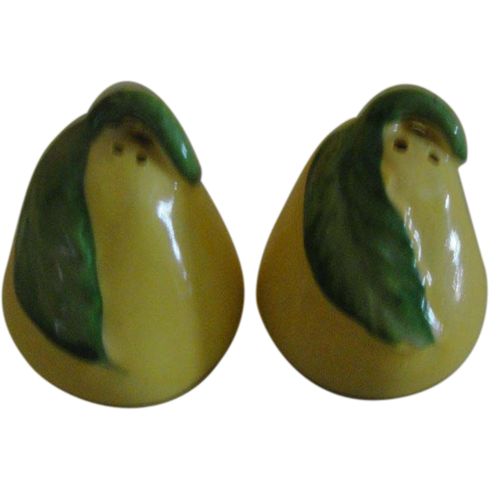 Pair of Pears salt and Pepper Shakers - b150