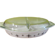 Pyrex Compass 1 1/2'' quart Covered Divided Cinderella dish - g