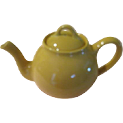 Mellow Yellow Lipton's Tea Pot - b65