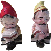 Readers are Leaders Elves on Books salt and Pepper Shakers - b178