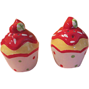 Yummy Cupcake with Sprinkles Salt and Pepper Shakers - b200