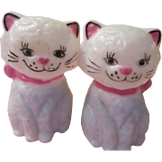 Meowing Kitty Salt and Pepper Shakers - b208