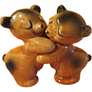 Van Tellingen Bear Hugs Salt and Pepper Shakers - b210
