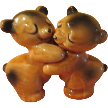 Van tellingen bear hugs salt and pepper shakers b210 from hodgepodgelodge on ruby lane - Salt and pepper hug ...