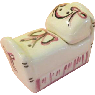 Sleepy Head Bed and Pillow Salt and Pepper Shakers - b219?