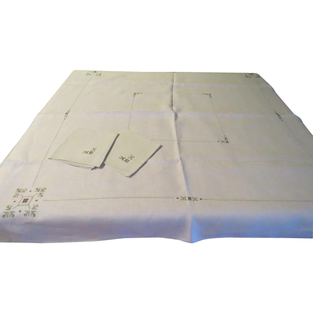 Tea or Luncheon for Two Tablecloth and Napkins - b205
